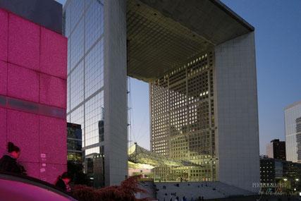 Bild: La Grande Arche im Büroviertel La Défense in Paris