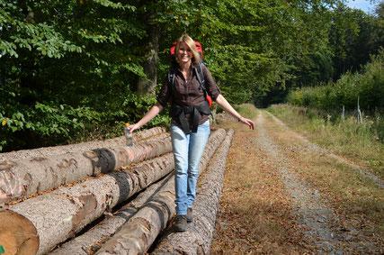 Wanderin im Natur- und UNESCO Global Geopark TERRA.vita © Tourist-Information Bad Essen