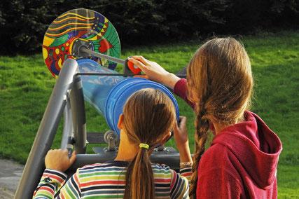 Kinder entdecken Kaleidoskop ©Bad Driburger Touristik GmbH/Frank Grawe