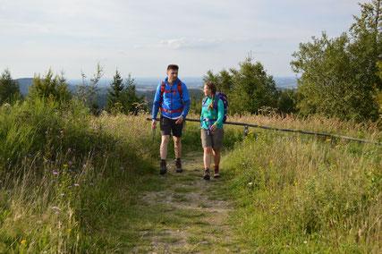 Wanderer auf den Hermannshöhen © Teutoburger Wald Tourismus
