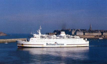 Duchesse Anne leaving Saint-Malo.