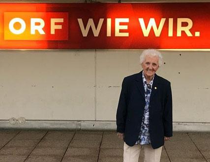 Margit Schieder vor dem ORF-Zentrum in Wien.