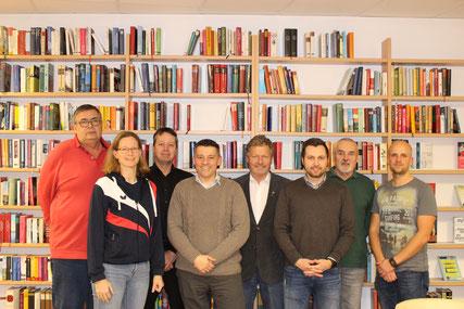 Der alte und neue Vorstand mit Bürgermeister Gottfried Muck (Mitte).