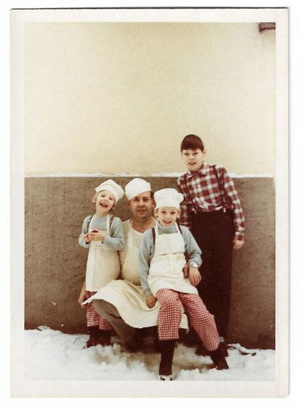 Bäcker Walter Christ mit seinen drei Kindern