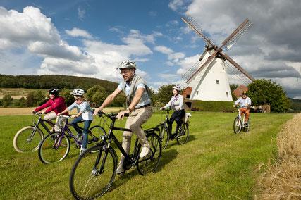 Radfahren auf der Mühlenroute © Andreas Hub für den Mühlenkreis Minden-Lübbecke