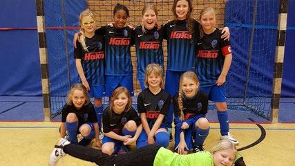Die E1-Mädels mit ihren neuen Trikots beim Kreisturnier in Oldenburg