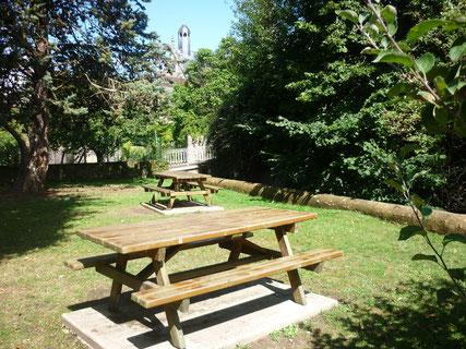 Jardin et aire de pique-nique à Saint-Calais - Vallées de la Braye et de l'Anille - Perche Sarthois