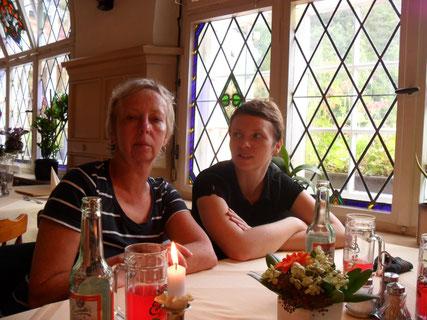 Mit meiner Frau und Tochter im Lokal