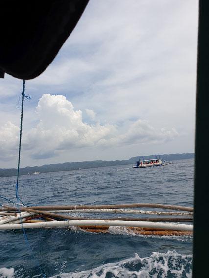 Schaukelnd geht es nach Boracay
