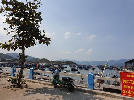 Fischerdorf und Hafen bei Nha Trang