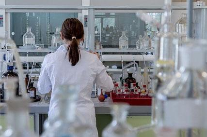 Scientist in laboratory.