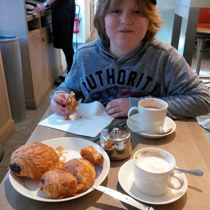 Café au lait und pain au chocolat