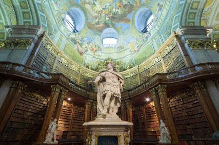 Statue von Kaiser Karl VI. im Prunksaal (Foto: ÖNB)