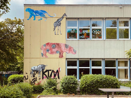 Wandbilder an der Schule an der Alfred-Faust-Straße in Bremen-Kattenesch - Kunst im öffentlichen Raum (Foto: 05-2020, Jens Schmidt)