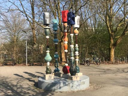 "Skulptur ""Vom Kommen und Gehen"" in Bremen-Kattenturm, Bremen Obervieland (Foto: 04-2018, Jens Schmidt)"