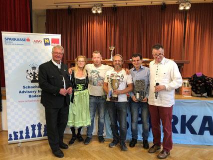 v.l.n.r.: Bürgermeister LAbg. Christoph Kainz, IS Margit Almert, Andreas Heissenberger (Platz 2), Martin Herndlbauer (Platz 1), Saro Khatchatouri (Platz 3), Bernhard Geismann (Turnierdirektor)