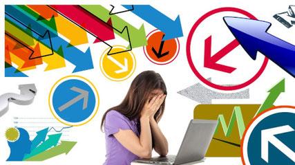 Foto einer gestressten jungen Frau vor dem PC. Stress ist einer der Haupteinflussfaktoren auf die Darmbarriere.
