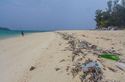 Koh Lipe, Thailand plastic beach clean