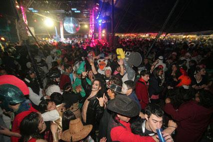 http://www.entremediosweb.com/wp-content/uploads/2015/07/fiesta-disfraces.jpg