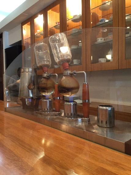 大阪天満宮の目の前にあった素敵なコーヒーやさん サイフォン式のいれたてコーヒーが味わえる