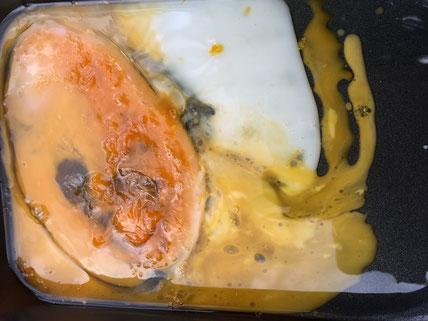 フライパンにのせた卵を2時間水道メーターの上においてみた結果