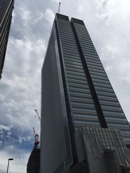 どーんと背の高いビルが名古屋駅周辺に続々と建設されている こちらはJPタワー