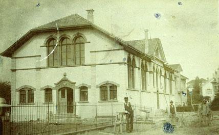 die neue Turnhalle beim Pestalozzi-Schulhaus kurz vor der Fertigstellung 1901