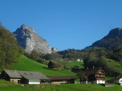 Heimwesen Hinteriberg, geografisch eigentlich eingangs Muotatal, Nähe Stoosbahn