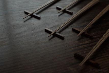 胡麻竹の箸と煤竹の箸置き