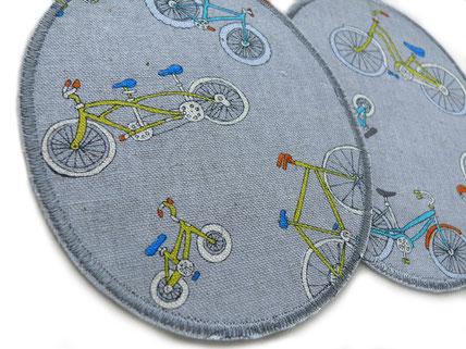 Bild: extra große Knieflicken zum aufbügeln für Kinder mit bunten Fahrrädern auf grau