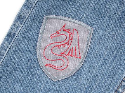 Bild: Wappen Aufnäher Patch zum aufbügeln mit rotem Drachen, Ritter Flicken für Kinder