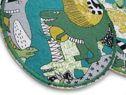 Bild: Dinosaurier Knieflicken grün, Stoffflicken mit Dinos zum aufbügeln