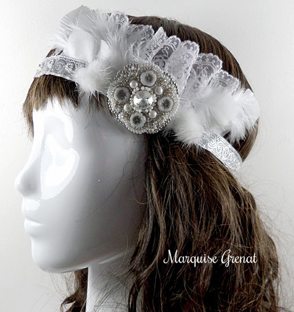 photo-headband-brode-sur-tete-fourrure-plumes-ruban-broche-cristal-swarovski-perles-blanc-argente-mariage
