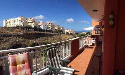 Blick in die Umgebung und auf das Meer von der Immobilie in Callao Salvaje.