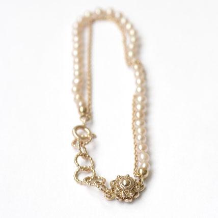 gouden armband met parels, zeeuwse sieraden