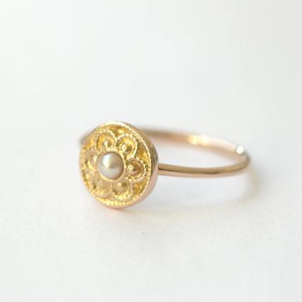 zilveren ring met hartje in kruissteek