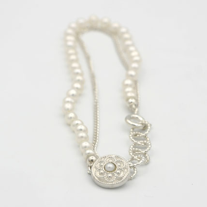zeeuws oma armband parels, zeeuwse sieraden