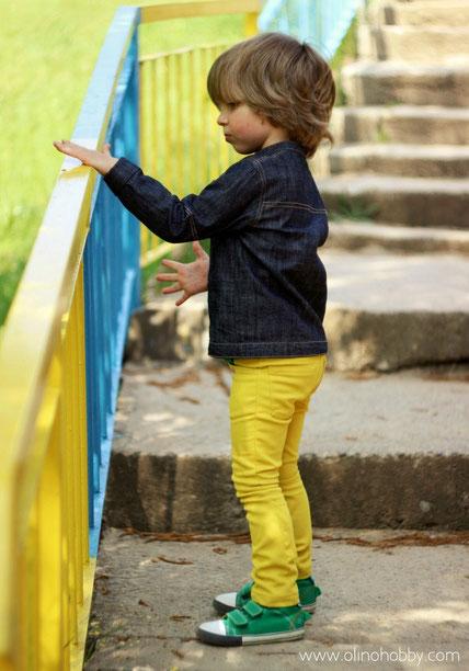 Желтые джинсы для мальчика, скинни желтого цвета.