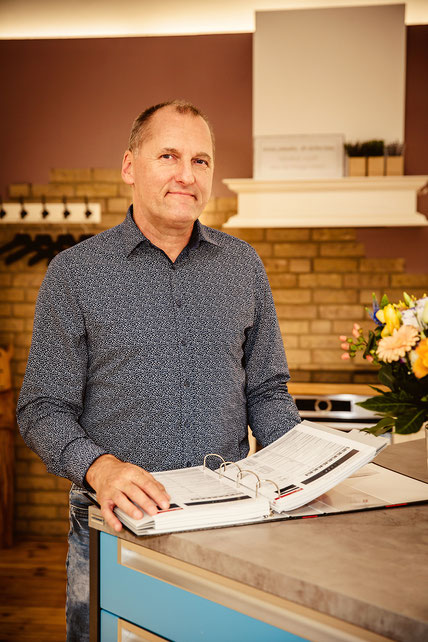 Studioleiter Olaf Szymanski von Küchen und Einrichtungen Szymanski in Rostock