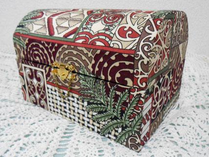 #267_マオリ伝統模様の宝箱型カルトナージュ