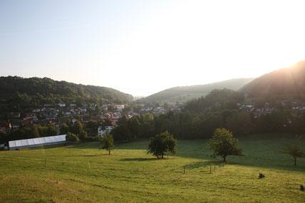 Festzelt im Inzlinger-Tal bei Sonnenaufgang