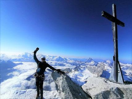 Aug. 2021: Der Glockner ist für Daniel & Daniel keine Herausforderung mehr. Und so ging deren Expedition vor wenigen Tagen auf drei 4000er in der Schweiz, Nähe Zermatt, bis aufs Weißhorn mit 4.506 m. Anklicken für ein paar Eindrücke davon ... Berg Heil!