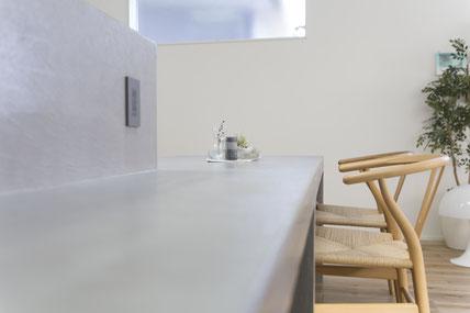 コンクリートダイニングテーブルの画像