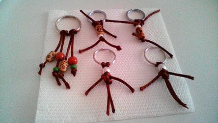 Variedad de llaveros artesanales