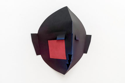 Kati Haász, Redsquare, Maske, Papierobjekt
