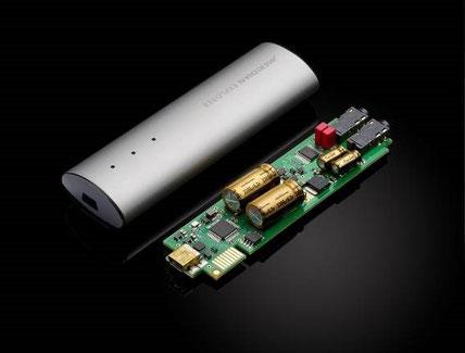 コンパクトな基板は6層構造で、アナログ系の信号回路に無駄が無い。入力から出力まで極めて効率の良いレイアウトを実現。音質パーツは同社のハイエンドモデルでも採用されたものも厳選されて採用されている