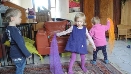 Tanzstunde mit Tüchern