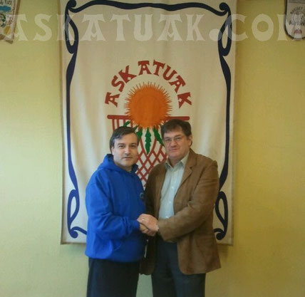 Josean Fernández recibe la bienvenida del presidente a su regreso al Club
