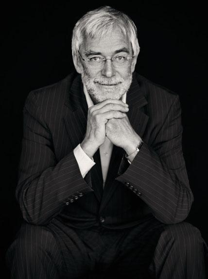 Portrait Gerald Hüther von Fotograf Josef FischnallerJosef Fischnaller