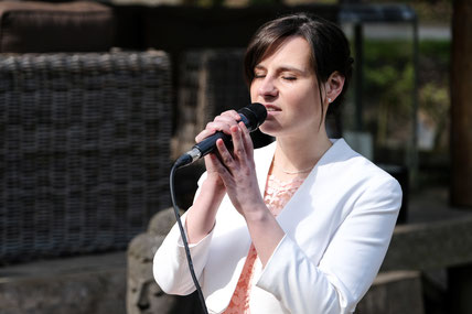 Jennifer Boldt | Gesang zur Hochzeit in Angermund